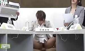 Satou Haruki y Hibiki Otsuki moderan la tertulia econ&oacute_mica