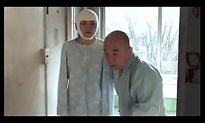 Pacientes psiqui&aacute_tricos abusados en el sanatorium (Full: bit.ly/2D6w2W8)