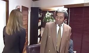 Japanese secretary serves her partner of company (Full: shortina.com/IVCJGbE)