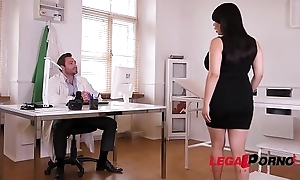 Voluptuous busty bombshell Tigerr Benson sucks &amp_ fucks two massive cocks GP208