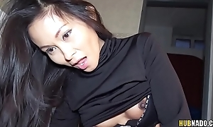 Super tight Thai pussy screwed up a gas station'_s toilet