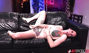 Tattooed American whore gets her cunt drilled plus creampied