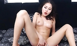 Asian Girl Dissimulate with her Shaved Pussy