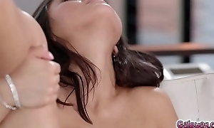 Chloe eats out Kendra'_s pussy