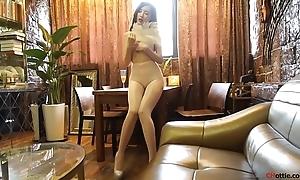 国模:周妍希(奶瓶土肥圆) 大尺度诱惑视频