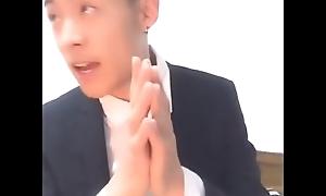 Trai đẹp văn ph&ograve_ng bắn xong liếm tinh lun